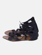 Sandalia negra abotinada con tiras Fórmula Joven