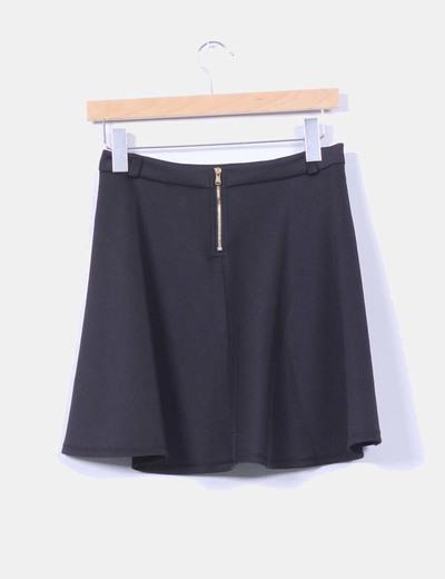 Mini falda negra de vuelo