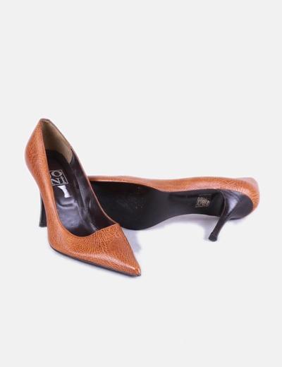Zapato de tacon marron acabado en punta