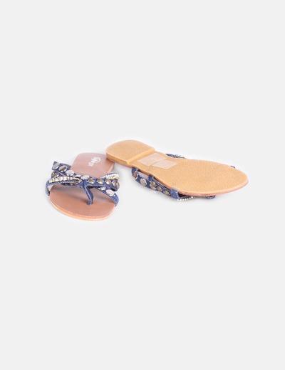 Sandalia plana combinada con strass