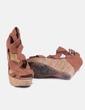 Sandalia marrón con cuña Bershka