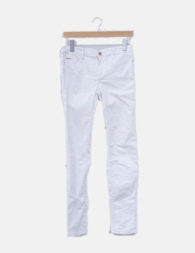 Pantalón denim pitillo blanco