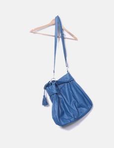 0873d71519b Maxi bolso azul con borlas Bershka