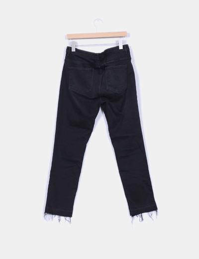 Jeans denim pitillo negro bajos ripped