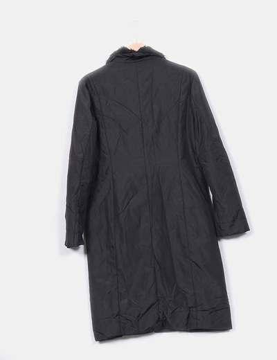 Abrigo negro acolchado combinado