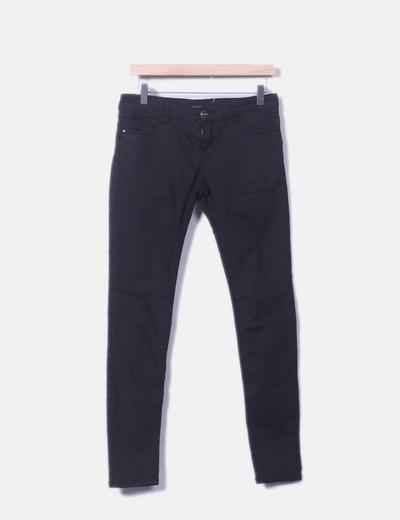 Pantalón denim negro pitillo