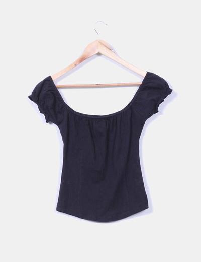 Camiseta negra drapeada