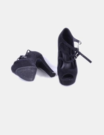 Zapato negro antelina peep toe