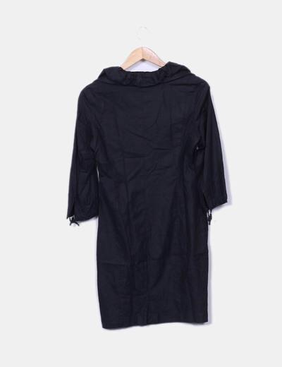 Vestido fluido negro cuello fruncido