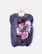 Top gris combinado con estampado floral Bershka