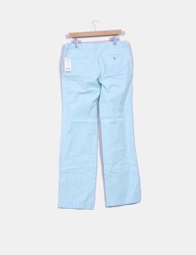 Pantalon verde con pata recta