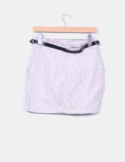 Falda encaje nude con cinturon