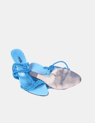 Sandalia azul con cuna trenzada