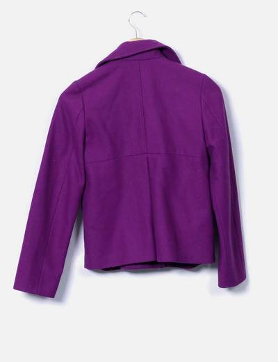 Abrigo corto morado doble botonadura