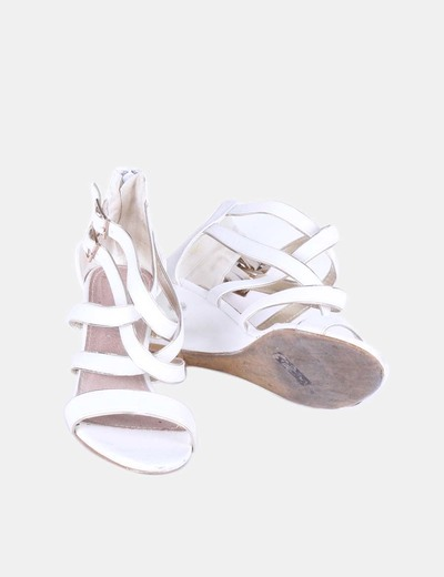 Sandalia blanca con cuna