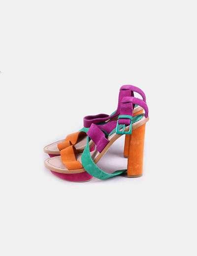 Sandalia de tacón tricolor