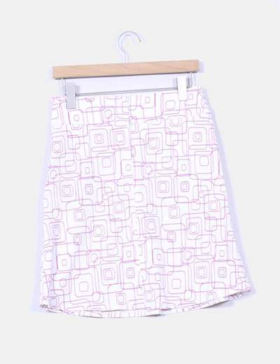 Falda blanca con estampado rosa