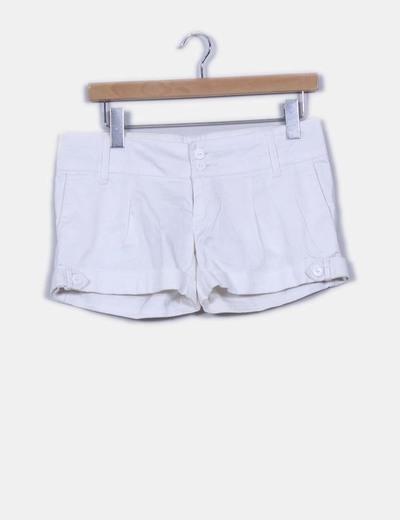 Shorts blanco con dobladillo