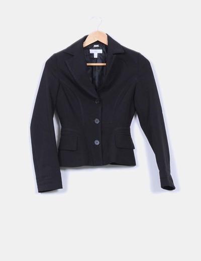 Chaqueta blazer negra tacto elástico detalle cintura ceñida Mango