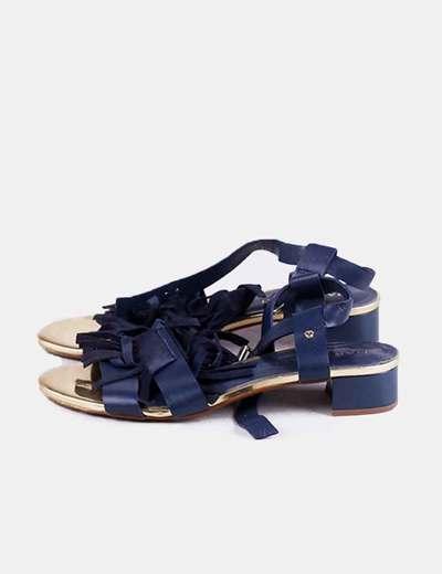 Sandalia azul marino con flecos