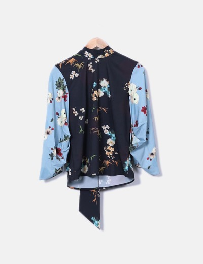 Blusa combinada floral lace up