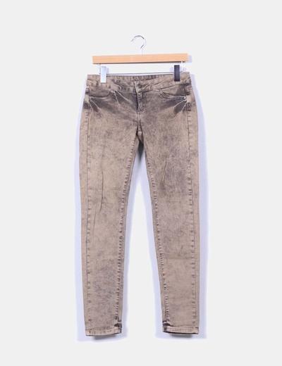 Pantalón denim marrón efecto envejecido Mango