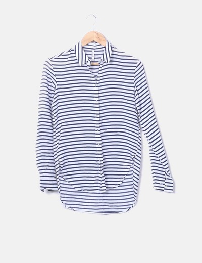 Camisa a rayas azul marino y blanco