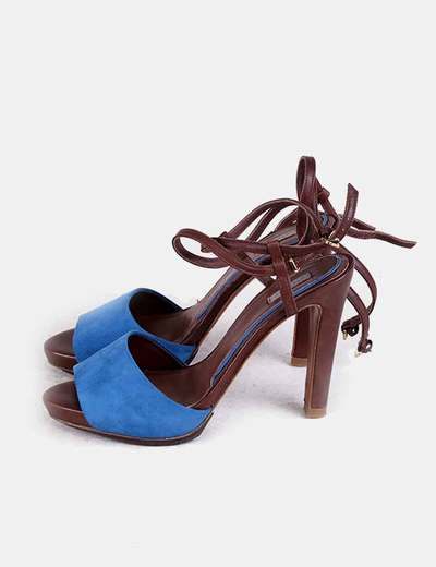 Sandalia azul y marrón con tacón Uterqüe