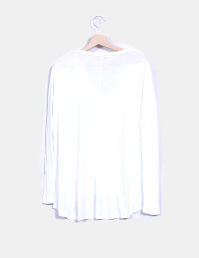 Camiseta blanca oversize con bordado