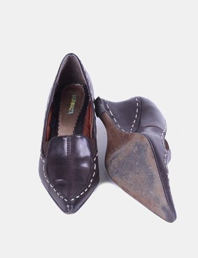 Zapato marron de punta con cuna