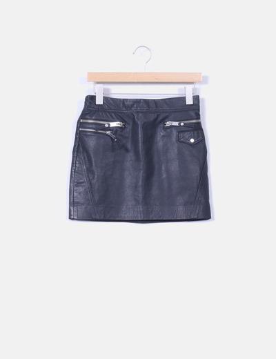 99111323a Mini falda negra de piel cremalleras