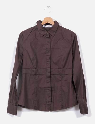 Camisa entallada marrón Zara