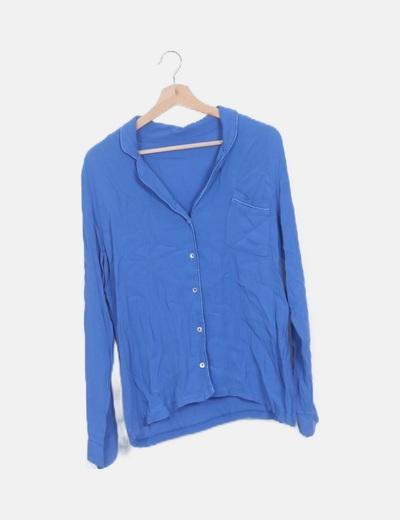 Blusa azul abotonada