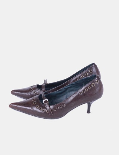Zapato marrón puntera con tachas NoName