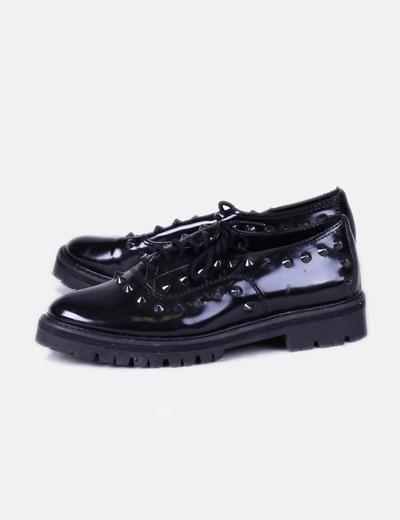 Zapatos blucher charol negro con tachas