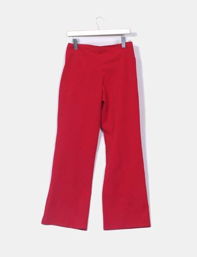 Pantalon rojo detalle hebilla