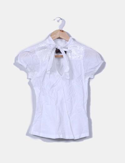 Top blanco detalle hombro con lentejuelas NoName