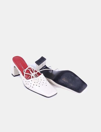 Zapato beige acharolado