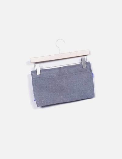 Bolso de mano gris plumas azules