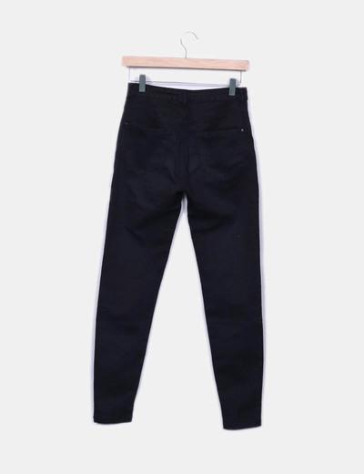 Pantalon negro tiro alto