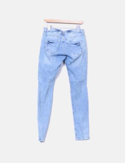 Jeans denim pitillo con cremallera