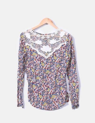 Blusa manga larga estampado floral combinada con crochet Suiteblanco