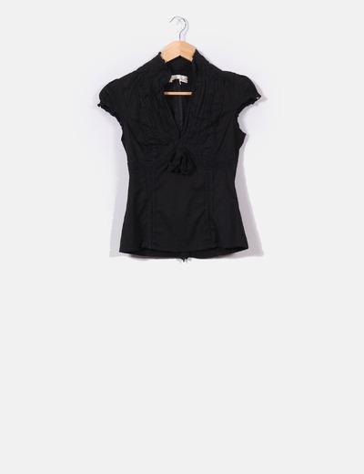 Camisa negra cuello pico Suiteblanco