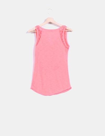Camiseta rosa fluor estampada