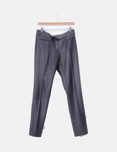 Pantalón gris recto detalle botón