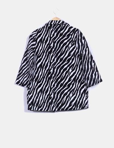 Chaqueton animal print texturizado blanco y negro