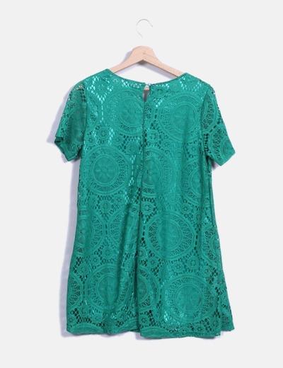 Vestido verde de encaje con manga corta