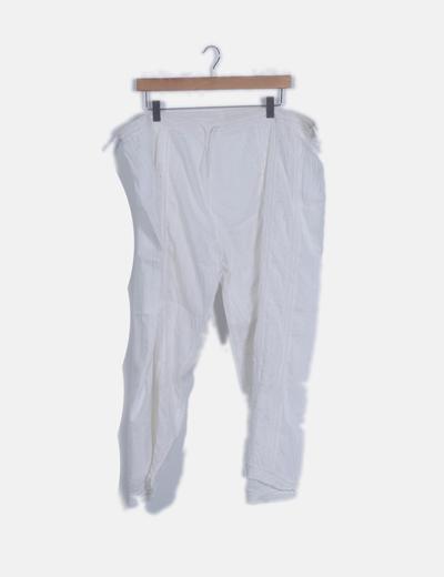 Pantalón fluido blanco acampanado