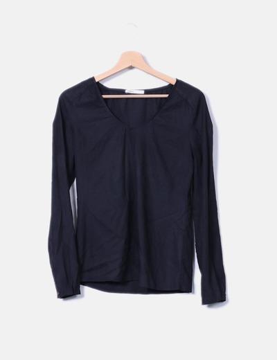 Blusa negra de manga larga escote pico Lefties