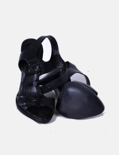 Sandalia de tacon negra